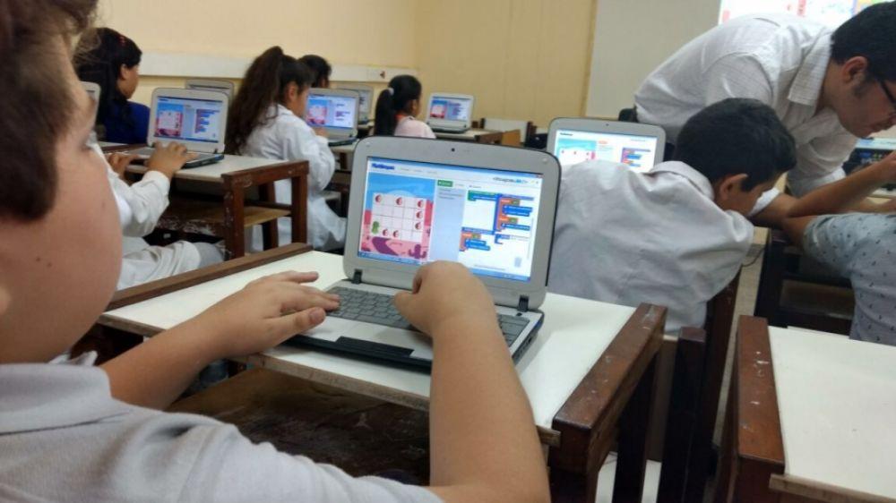 Promueven enseñar programación en computación en escuelas