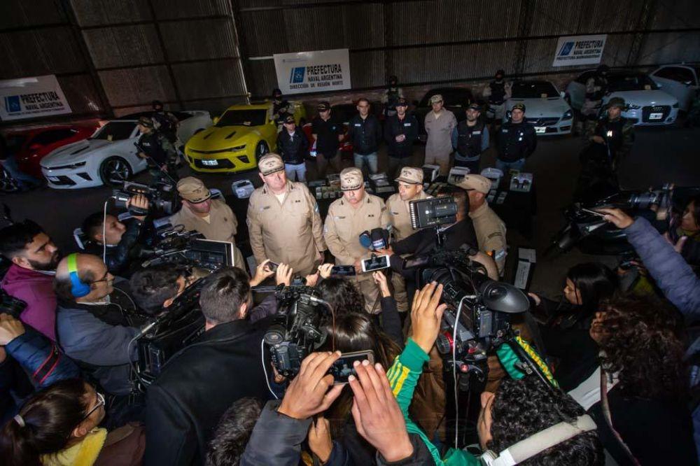 """Exhibieron lo secuestrado por la Prefectura: """"Son testaferros del Pata Medina"""", dijo Bullrich sobre los detenidos"""