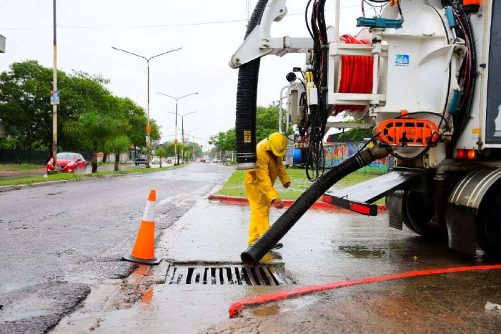Realizaron desobstrucción y limpieza de desagües en barrios de la ciudad - Diario La República